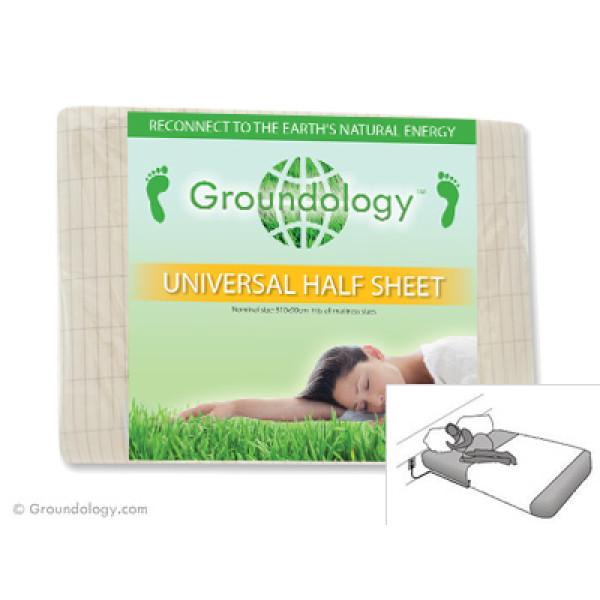 Groundology: Jordingslaken (305x90cm) / Jording av lakenet du sover på, kan bedre søvnkvaliteten. Lakenet er 100% bomull med sølvfibre vevd gjennom hele materialet. Når lakenet eller «sengeteppet» er jordet via kontakt eller jordingsspyd, får man samme virkning som å sove på bakken. Dette beskytter mot skadelige, elektromagnetiske felt (EMF).