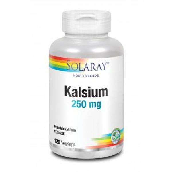 Solaray: Kalsium (120 kapsler) / Kalsium for oppbygging av skjelett og god bentetthet. I sitratform for godt opptak i kroppen. Styrker skjelettet Kalsium organisk bundet til sitronsyre for godt opptak i kroppen Inneholder mineralrike urter som kan bidra til å støtte kalsiumopptaket i kroppen Egnet for de med lite magesyre Vegetabilsk