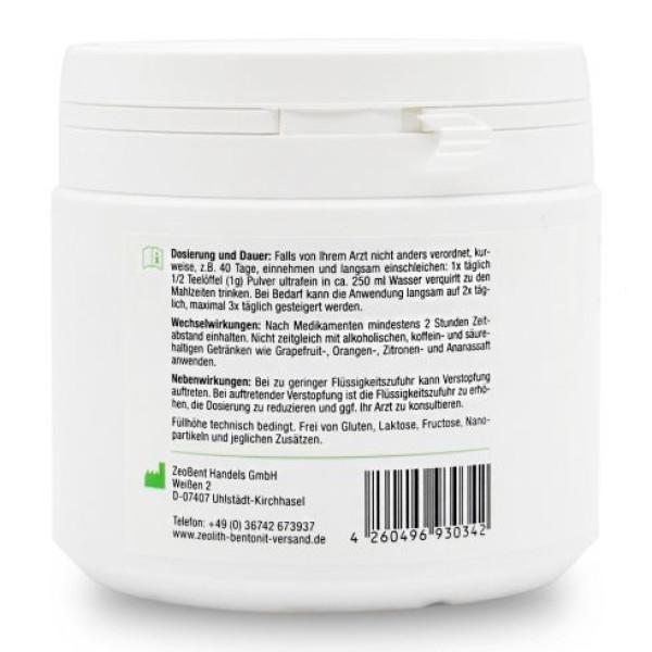 ZeoBent MED®: Ultrafint avgiftningspulver (210 g) / Det ultrafine zeolitt og bentonitt er blandet i produktet ZeoBent MED® avgiftende ultrafint pulver. Kvalitetstestet og CE-sertifisert medisinsk utstyr for intern bruk. ZeoBent MED® avgiftende ultra-fint pulver, «multitalent» og kraftig avgiftende middel. Blandingen består av 50% ultra-fine clinoptilolitt zeolitt med en gjennomsnittlig kornstørrelse på ca. 7 mikrometer og 50% montmorillonitt bentonitt med ca. 16 mikrometer uten andre tilsetningsstoffer av noe slag. Zeolitt og bentonitt utfyller hverandre og gir en synergisk god effekt.