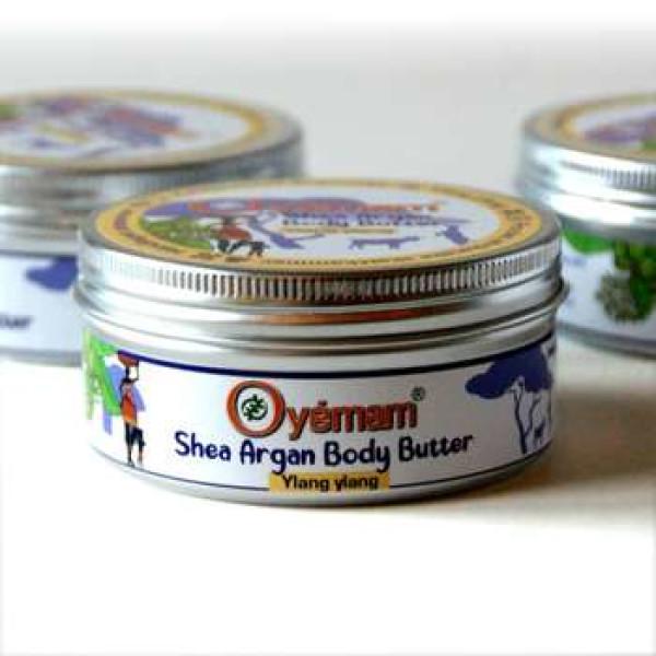 Oyémam: Shea-Argan Body Butter, ylang-ylang (100 g) / Gjør huden myk, glatt og smidig. Ved å kjøpe dette naturproduktet er man med å løfte en gruppe ghanesiske kvinner ut av fattigdom og til mer økonomisk selvstendighet.
